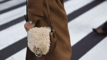 Sacs en shearling : ces modèles aussi douillets que tendances qui vont vous faire craquer cet automne