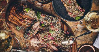 Food : La recette de l'épaule d'agneau de lait confite et sauce Zaatar d'Adam Bentalha