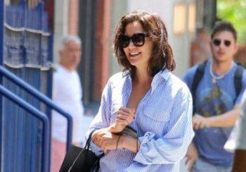 Katie Holmes : on copie son look désinvolte avec les basiques de notre garde-robe