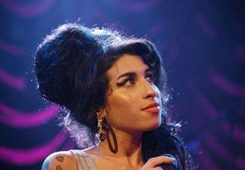 La garde-robe d'Amy Winehouse mise aux enchères