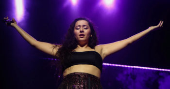 Portrait : Qui est Manizha, la militante féministe et candidate à l'Eurovision qui choque les conservateurs russes ?