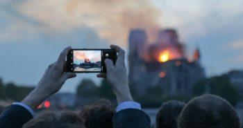 Le réalisateur Jean-Jacques Annaud est à la recherche de vidéos amateurs de l'incendie de Notre-Dame pour son prochain film