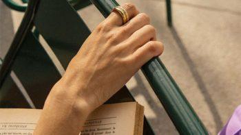 Bijoux : ces bagues ultra canons qu'on empile à volonté à nos doigts