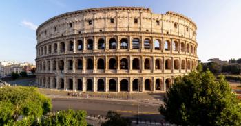 La maire de Rome confond le Colisée et les arènes de Nîmes, les Italiens sont furieux