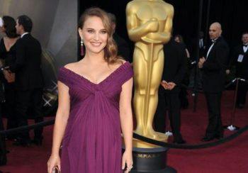 Histoire d'une tenue : pourquoi Natalie Portman a changé sa robe à la dernière minute aux Oscars 2011 ?